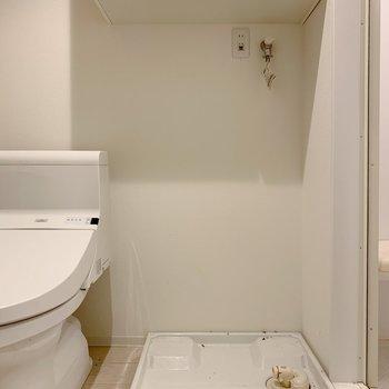水回りにはトイレ、洗濯機置場、シャワー室がまとまっています。(※写真は清掃前のものです)