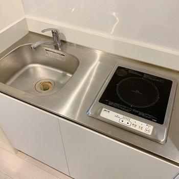IHなのでお掃除が楽ちん!冷蔵庫は左側に置くスペースがありますよ。(※写真は清掃前のものです)