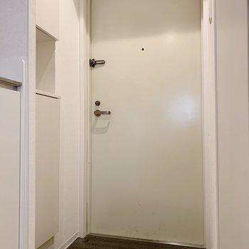 変わった形の玄関。