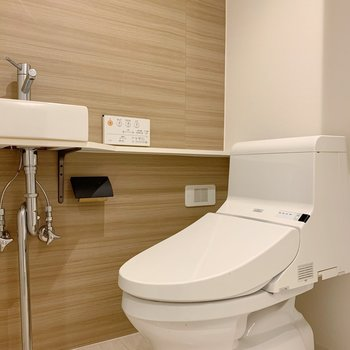 トイレ横には手洗い場。洗面台としても活躍しそうです。