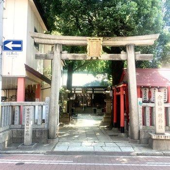 【周辺環境】右に曲がっても神社です。