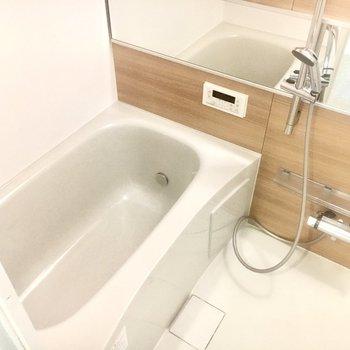 追い焚き機能も付いています。ゆったりとした浴槽でお風呂タイムも快適に!