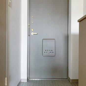 玄関は1〜2足、出しておけそうかな。(※写真は6階の同間取り別部屋のものです)