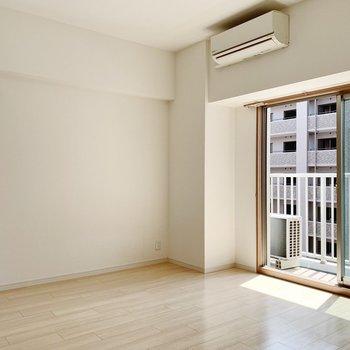 角部屋なので窓が2つ。エアコン付きです◎