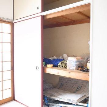 【2階和室3帖】こちらの押入れのほうが大きいです。