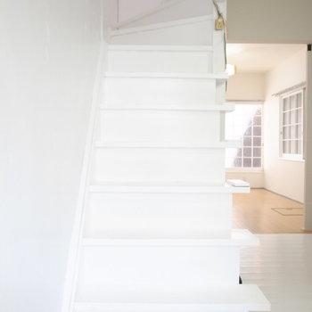 水回りは後にして、お次は2階へ。急なのでご注意くださいね。