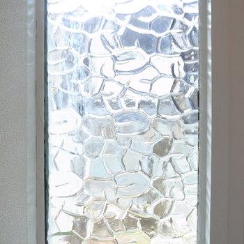 ガラスは欧風な雰囲気。玄関先と合いますね。