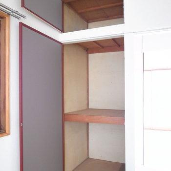 【2階和室6帖】収納は2つ!ハンガーポールを設置したら使いやすくなります。