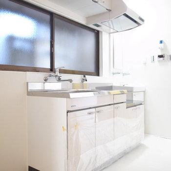1階の水回り、見ていきます!まずはキッチン。それほど窮屈ではなく、動きやすいです。