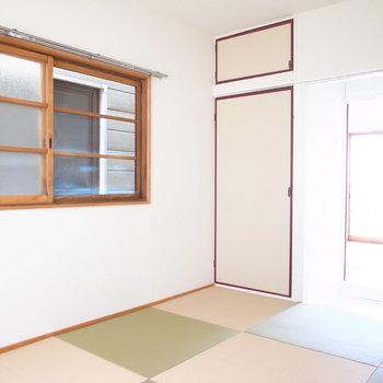 【2階和室6帖】ここは寝室かな?モダンな雰囲気はベッドも違和感ありません。