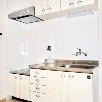 作業スペースも広々なキッチン!収納も多いです。