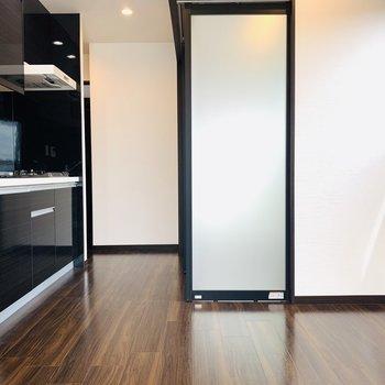 キッチンなど、黒のアクセントカラーがさらにお部屋をスタイリッシュに。