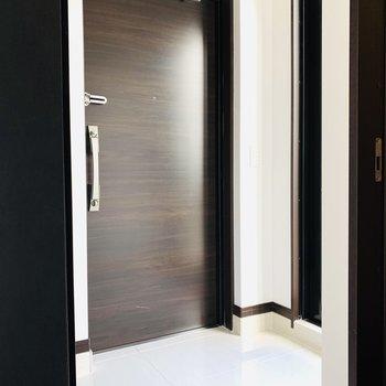 玄関スペース。こちらからルーフバルコニーにアクセス。