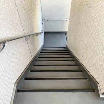 お部屋までのアクセスは階段のみです。