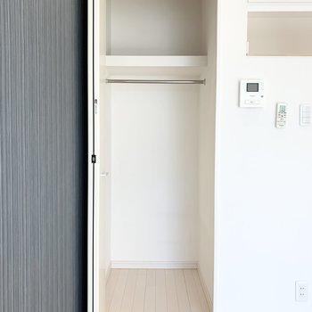収納はドア高以上に高さがあるので、収納力たっぷり◎