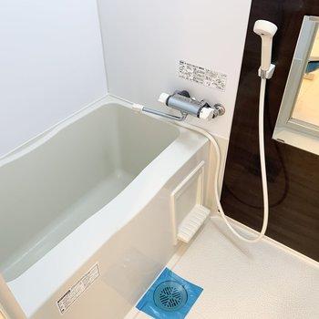 浴室も清潔感のある空間。