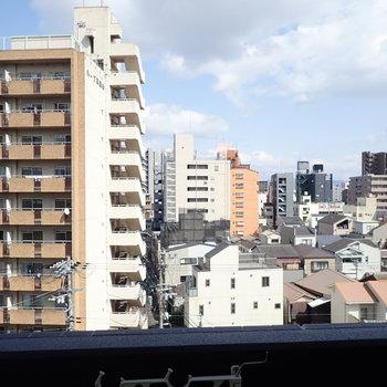 遠くまで見通せますよ〜。(※写真は6階の別部屋からのものです)