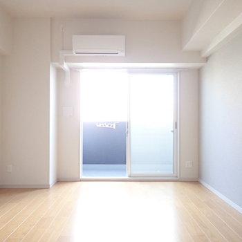 東向きです!優しい明るさ。(※写真は6階の同間取り別部屋のものです)