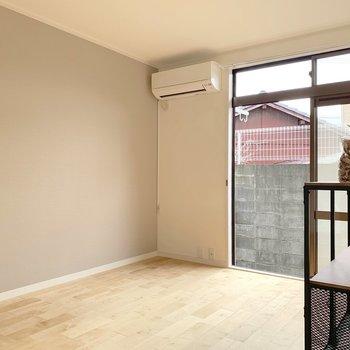 洋室は6帖と寝室としてはゆったりサイズ!(※写真の家具小物等は見本です)