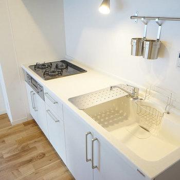 【完成イメージ】人工大理石天板、広々キッチンで料理が捗りそう♪