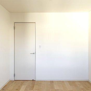 収納はウォークインクローゼットを使ってお部屋を広々使いましょう。