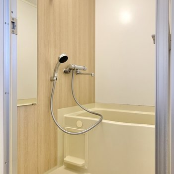 【完成イメージ】お風呂は木目シートで落ち着く空間に