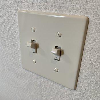 この電気スイッチ、パチンとしたくなります。