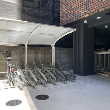 駐輪場、バイク置き場付き。お出かけの幅が広がりますね。