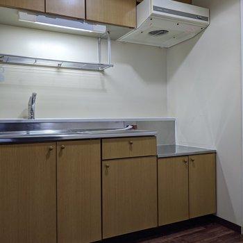 【キッチン】2人で調理をすることができる広さです。