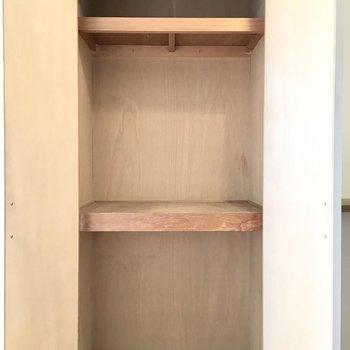 リビングの収納。消耗品のストックなんかにいいかも。※写真は5階同間取り・別部屋のものです。