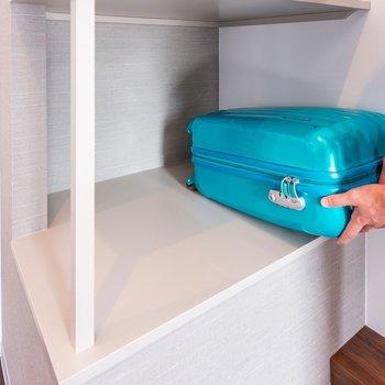 室内に荷物がおけるスペースもあります。