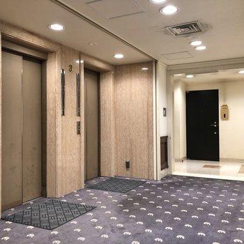 エレベーターは2基。