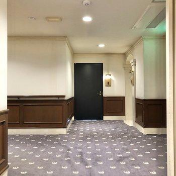 お部屋の前の廊下もホテルライク。足元がふかふかです。