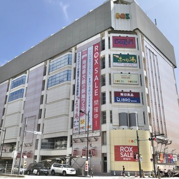 スーパーも入る商業施設もあるんです。