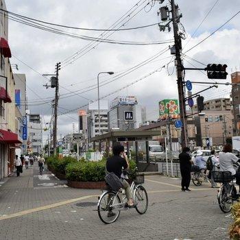 周辺環境】駅周りは、コンビニやスーパー、飲食店などあります。