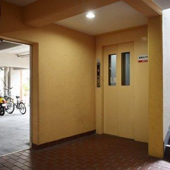 2階までは、エレベーターでも、階段でも。