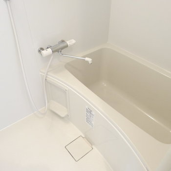 お風呂も広〜い!綺麗!!(※写真は2階の同間取り別部屋のものです)