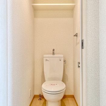 トイレは脱衣室入って右です。