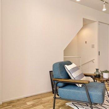 図形のように切り取られた壁が印象的。※写真の家具はサンプルです