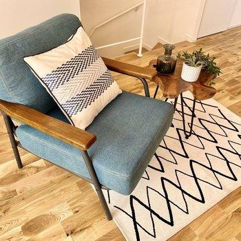ソファはあまり大きくないものにすると、空間に余裕が出そうですね。※写真の家具はサンプルです
