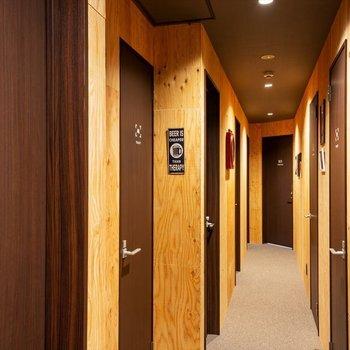 【共用部】廊下もナチュラルな雰囲気。