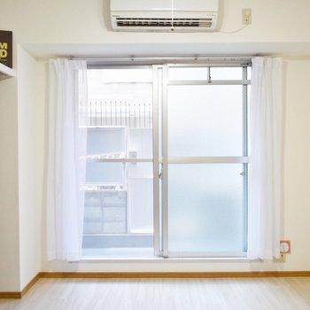 白基調で爽やかなお部屋です。