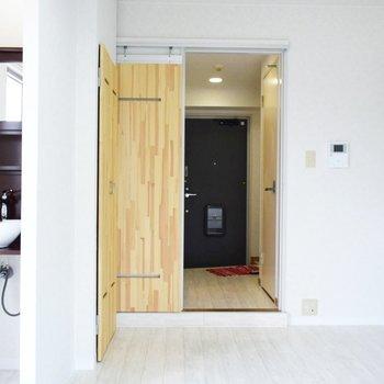 居室と廊下の間の段差があるので気をつけてください。