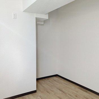 【洋室5.1帖】寝室にするならダブルベッドはギリギリ入る…かな…くらい!要寸法ですね!