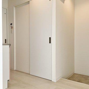 廊下へ出ると設備がぎゅっとまとまっています。