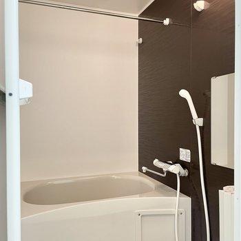 お風呂はすこーし広め。浴室乾燥機付きです!