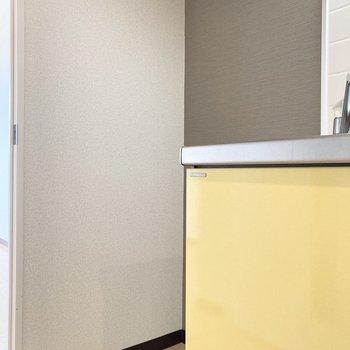 左横に冷蔵庫を置くスペースもありますよ。