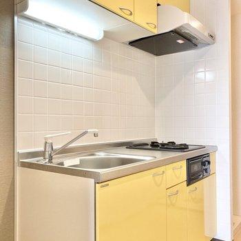 黄色の可愛らしいキッチン。