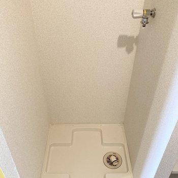 洗濯機置場はキッチン右横に。