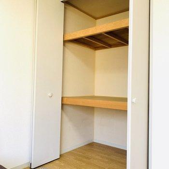 こちらの収納も有能(※写真は2階の反転間取り別部屋、モデルルームのものです)